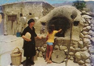 Cuisson du pain dans un four villageois chypriote