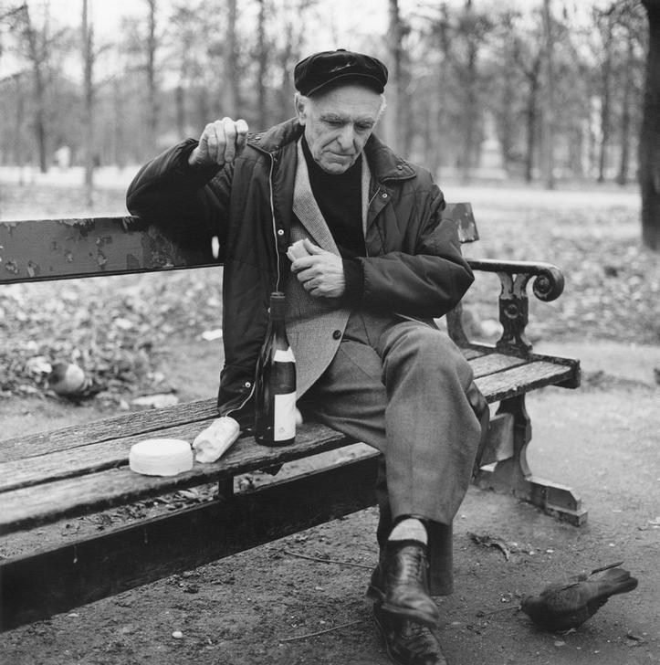'Robert Doisneau (French photographer, 1912-1994) feeding birds in Jardin des Tuileries, Paris' by Justin Creedy Smith, April 1990